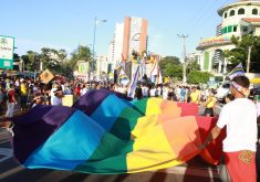 Parada pela Diversidade Sexual de Fortaleza acontece na Avenida Beira-Mar (Foto: Prefeitura de Fortaleza)
