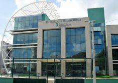 A Divisão de Homicídios acredita que a chacina teve relação com a disputa pelo tráfico de drogas na região do Porto das Dunas (Reprodução: TV Jangadeiro/SBT)