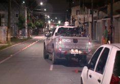 O policial se desequilibrou da moto na abordagem (FOTO: Reprodução/TV Jangadeiro)