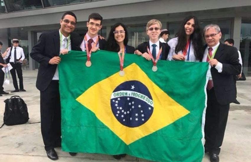 Cearenses que formaram a equipe do Brasil na Olimpíada de Química conquistam 4 medalhas