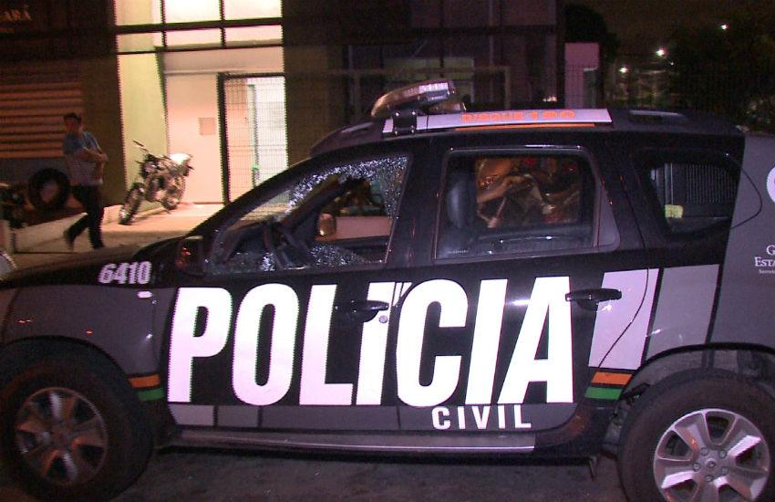 Doze homens metralham delegacia de Fortaleza para resgatar preso e roubar armas