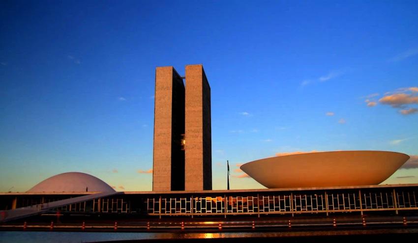 #Conjunturas: Parlamentares cearenses discordam sobre financiamentos de campanhas políticas