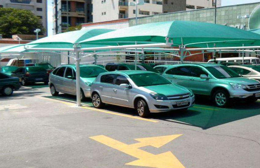Supermercado pagará R$ 32 mil a idosa assaltada em estacionamento em Fortaleza