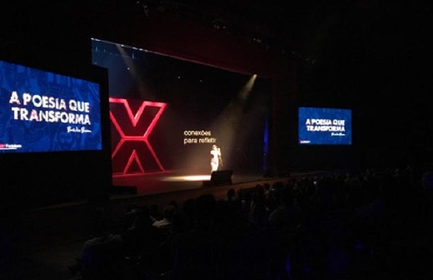 Bráulio Bessa abre TEDxFortaleza com discussão sobre poesia e comemoração de aniversário