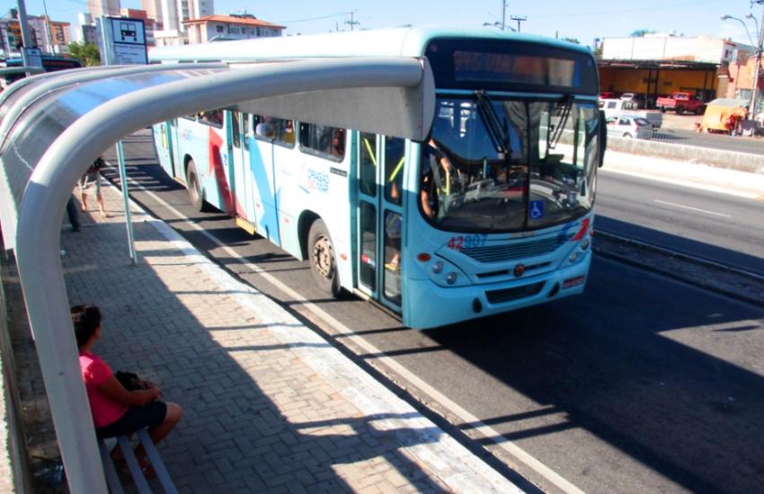 Ônibus terão embarque pela porta da frente em Fortaleza
