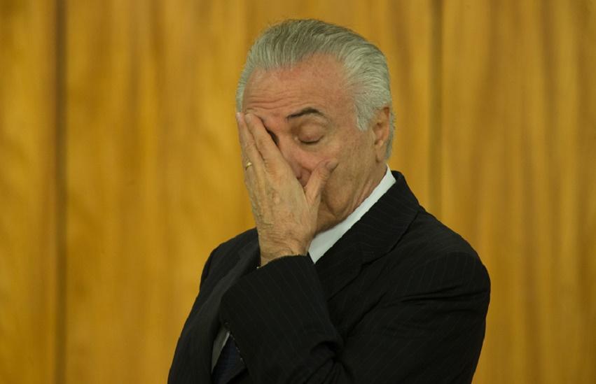 """#Conjunturas: """"Se houver votação única na Câmara, Temer fica no cargo"""", avalia Cabo Sabino"""