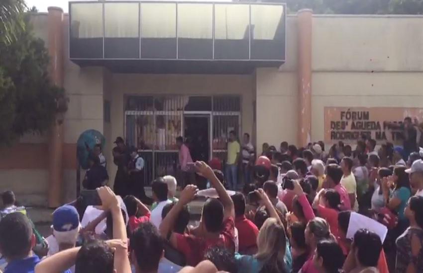 População tenta linchar suspeitos de matar garotos de 8 e 10 anos em Viçosa do Ceará