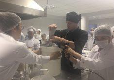 Alunos de Gastronomia e Engenharia química participaram da turma (FOTO: Arquivo pessoal WhatsApp)