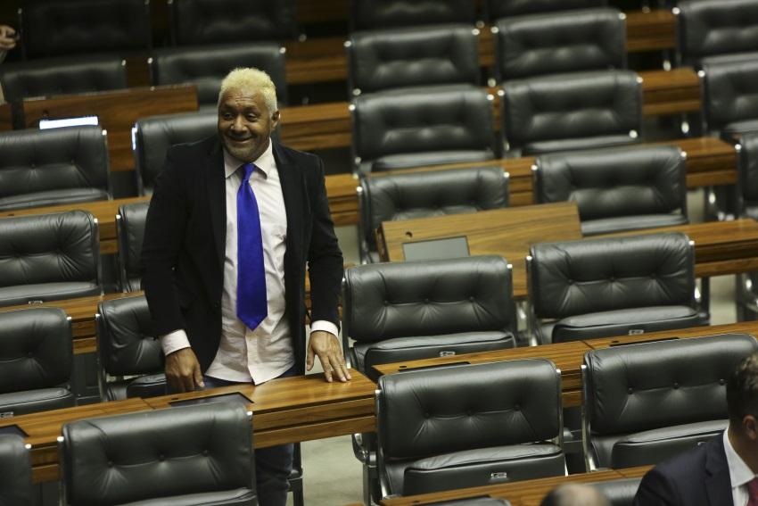 Decepcionado com votação a favor de Temer, Tiririca cogita deixar a carreira política