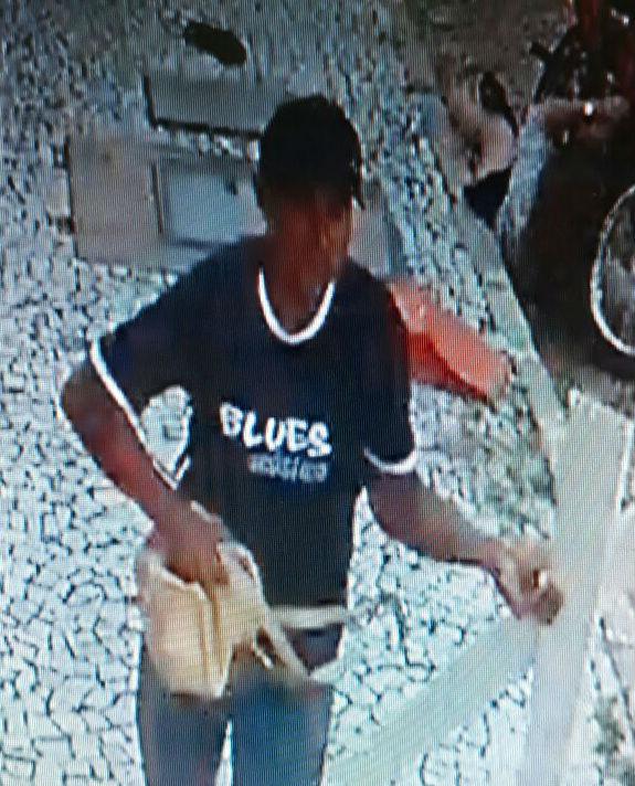 Vídeos mostram mulheres sendo violentamente puxadas por ladrões de bolsas