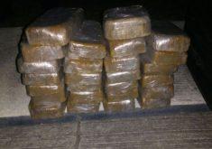 Foram encontrados 26 tabletes da droga dentro do avião (FOTO: Divulgação)