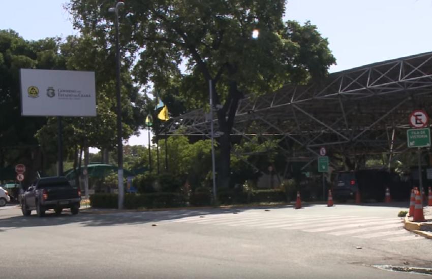 Motorista flagra agente do Detran sinalizando subornopara facilitar vistoria em carro