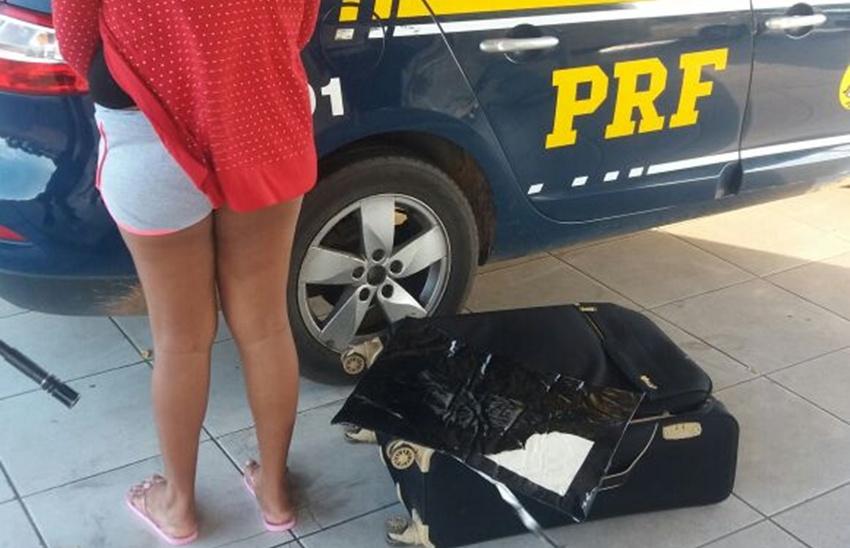 Mulher é presa em Russas com 2,4 kg de cocaína que transportaria até Barcelona