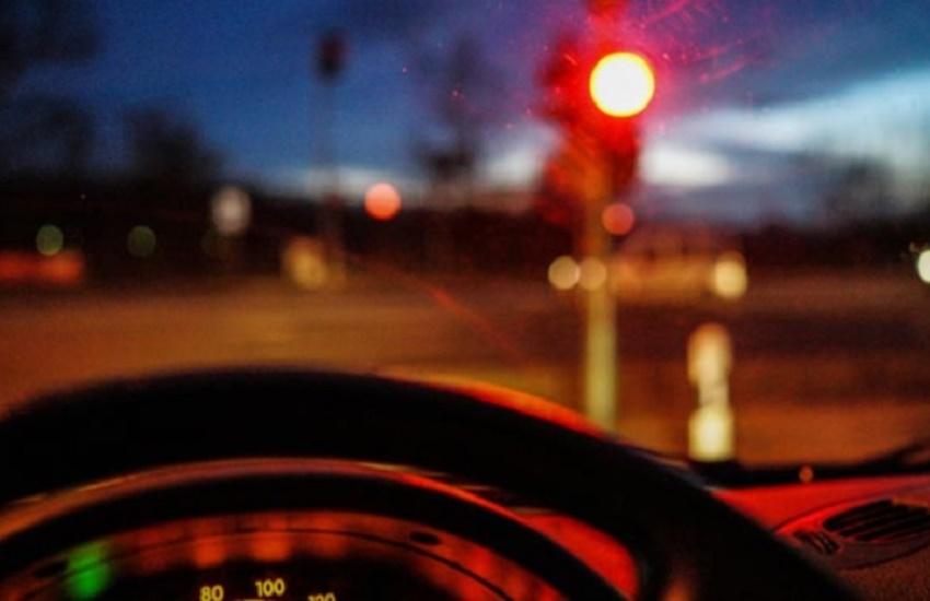 Prefeitura de Fortaleza alerta que furar sinal vermelho durante a madrugada é proibido