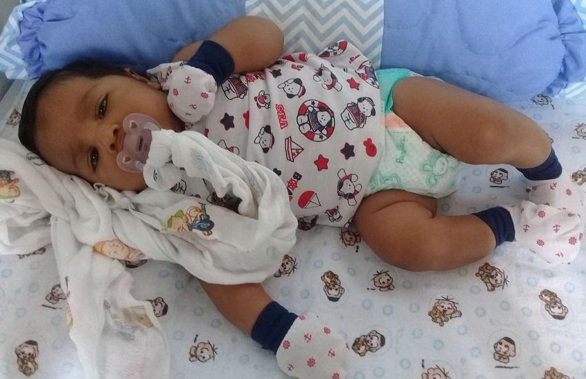 Bebê de 1 mês vítima de erro médico em UPA recebe alta