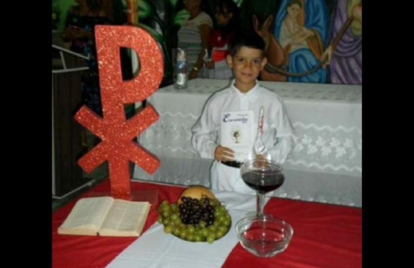 Menino de 11 anos é morto ao correr para proteger a mãe em tiroteio em Jaguaribe
