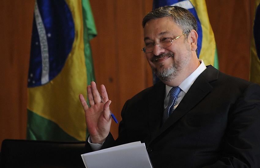 #Conjunturas: Carta do ex-ministro Palocci contra Lula é discutida por parlamentares cearenses