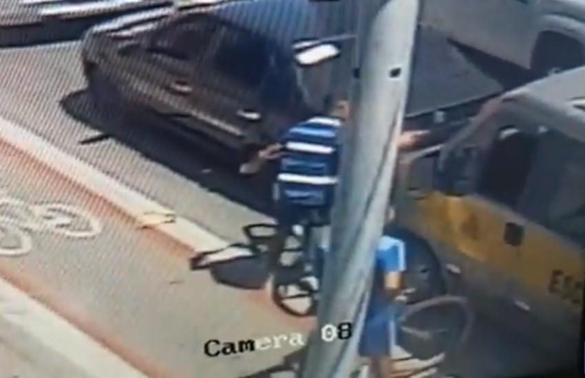 Vídeos flagram dupla praticando assaltos em plena luz do dia na Av. Antônio Sales