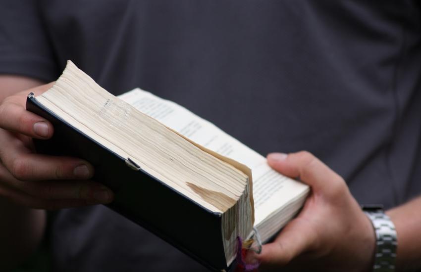 Projeto de Lei quer exemplares de Bíblias em escolas públicas do Ceará