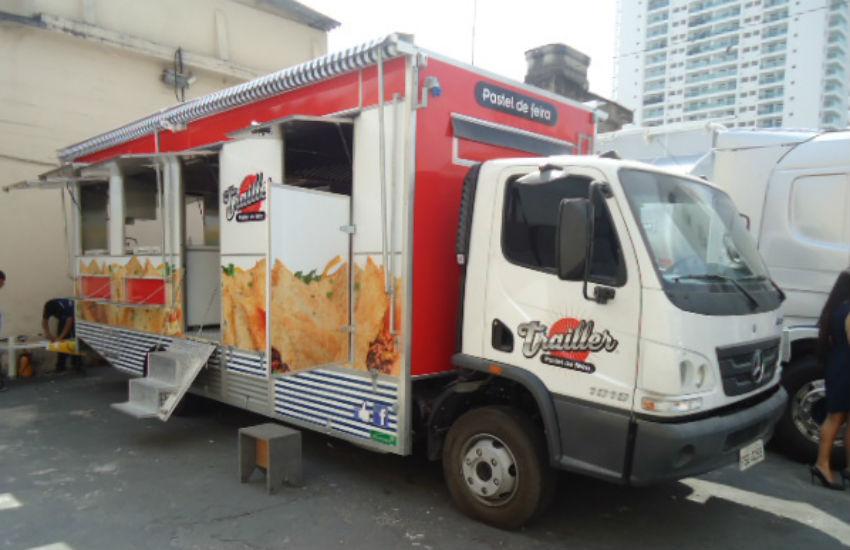 Mesmo após boom no mercado, economista aponta que investir em food trucks vale a pena