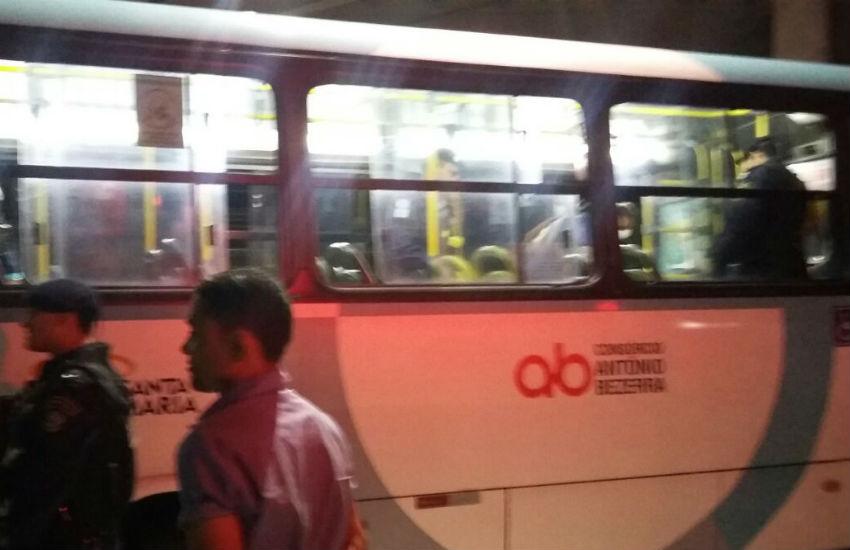 Mulher é atacada com 4 tiros dentro de ônibus em Fortaleza