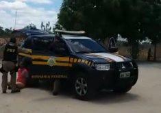 O homem foi preso pelos agentes da PRF (FOTO: Divulgação/PRF)