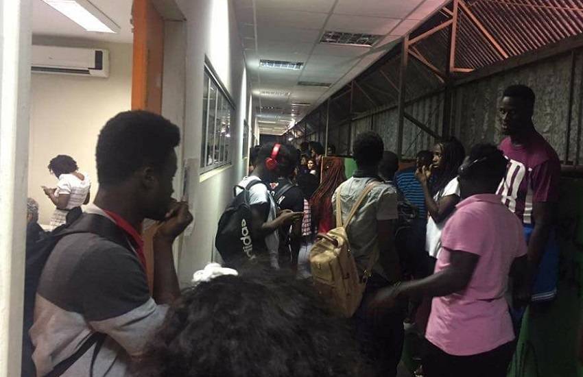 Estudante é baleada dentro de universidade por aluno suspeito de assediá-la