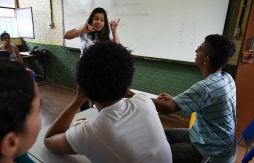 """Especialistas em Libras entendem que tema da redação do Enem foi uma """"decisão histórica"""""""