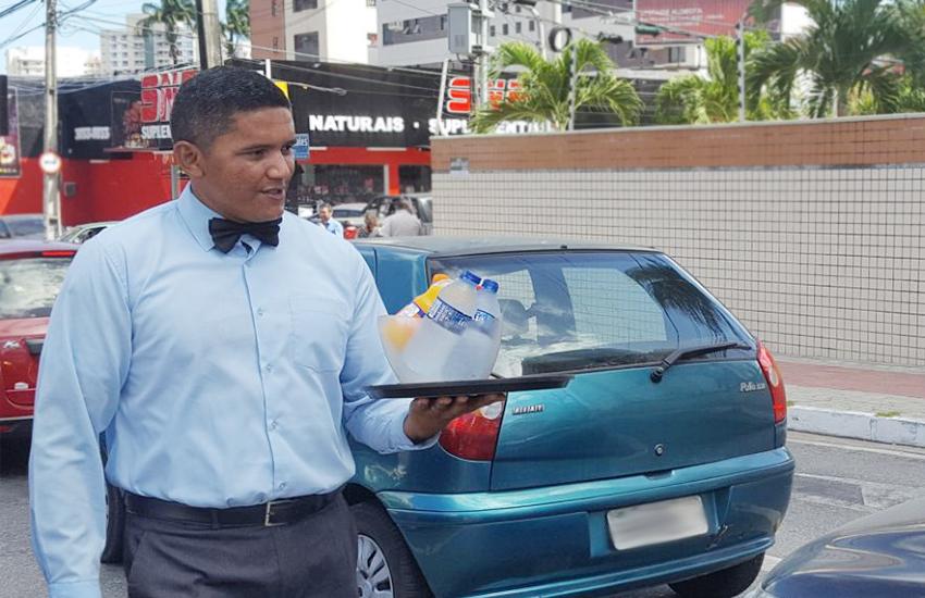 Marciel atrai olhares dos motoristas