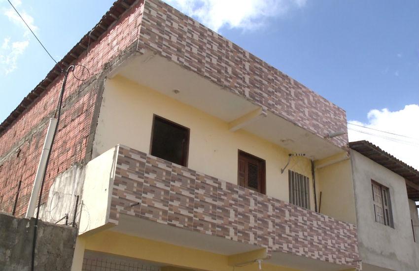 Bandidos roubam tudo de três residências em Fortaleza. Vizinhança não desconfiou do movimento
