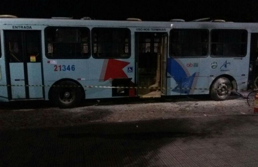 Bandidos incendeiam outro ônibus em Fortaleza em protesto pela morte de comparsas