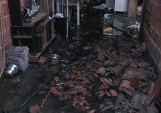 A casa ficou totalmente destruída (FOTO: Reprodução/TV Jangadeiro)
