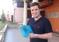 O advogado César Guedes é um dos usuários que adquiriu o chip (FOTO: Hayanne Narlla/Tribuna do Ceará)
