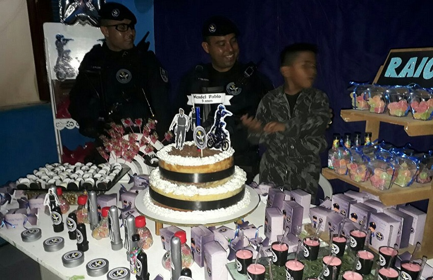 Menino de 5 anos realiza sonho de um aniversário com tema do BPRaio em Fortaleza
