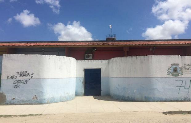 Bandeira de facção em escola de Fortaleza
