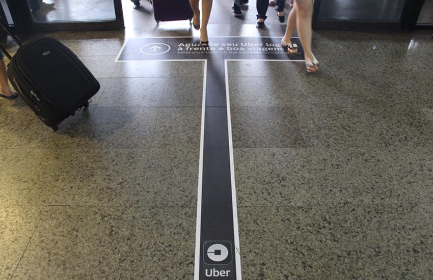 Uber investe em publicidade no lugar mais disputado por taxistas: o Aeroporto de Fortaleza