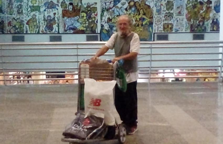 A curiosa história do homem que precisou fazer do aeroporto a sua morada