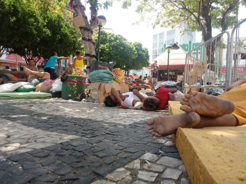 Fim de ano registra invasão de moradores de rua na Praça do Ferreira