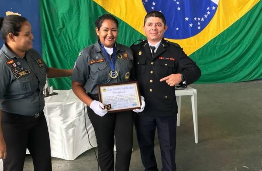 Policial ganha prêmio por projeto social para jovens da periferia de Fortaleza