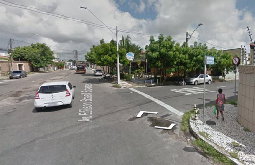 """Motorista reclama que foi multado por """"olhar para o lado"""" em cruzamento de Fortaleza"""