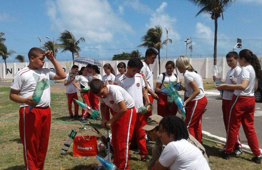 Alunos de Fortaleza lançam foguetes a mais de 100 metros de distância somente com água