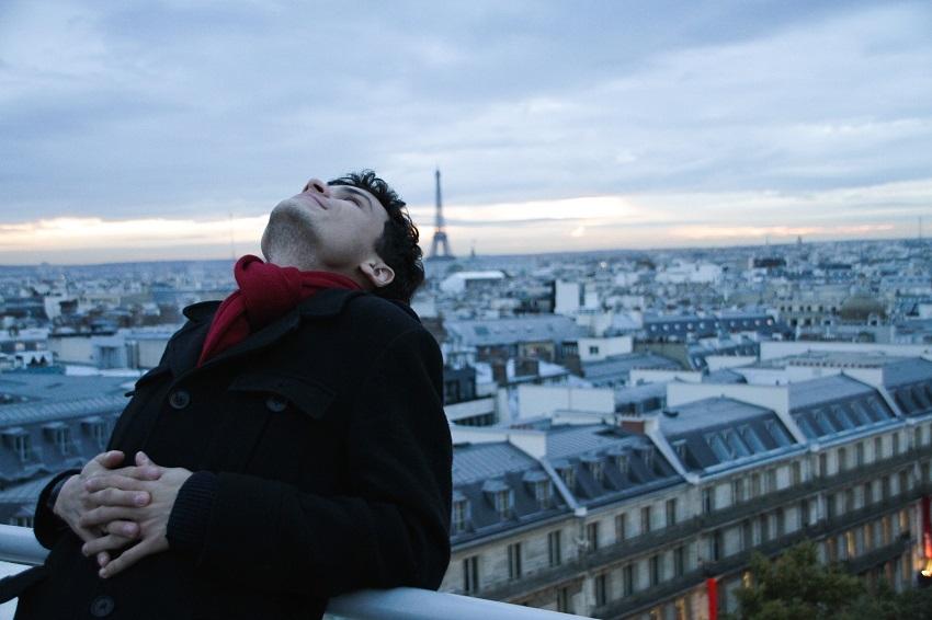 Cearense que fez sucesso com vídeo em Paris fala da vida de imigrante em novo conteúdo