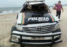 Viatura da PM do Ceará ficou danificada após capotar na praia de Jericoacoara. Foto enviada pelo Whatsapp do Tribuna do Ceará
