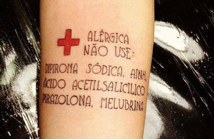 Tatuagem funcional alerta profissionais de saúde sobre alergias