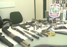 As armas apreendidas ainda estavam em processo de fabricação (FOTO: Reprodução/TV Jangadeiro)