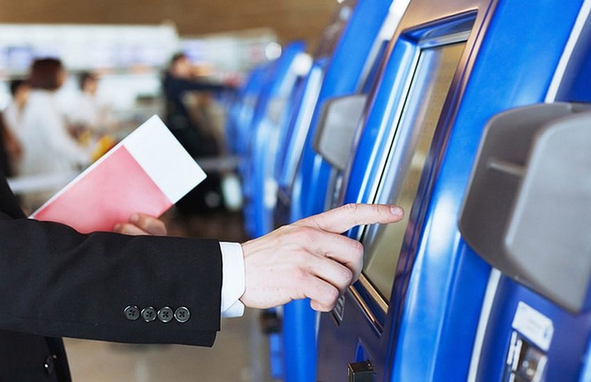 Aparelho que registra a digital no check-in de aeroportos é mais sujo que vaso sanitário