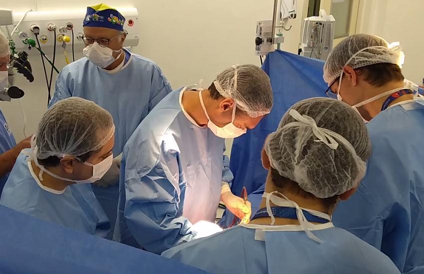 Separação total de bebês siamesas unidas pelo crânio deve ser concluída em 9 meses
