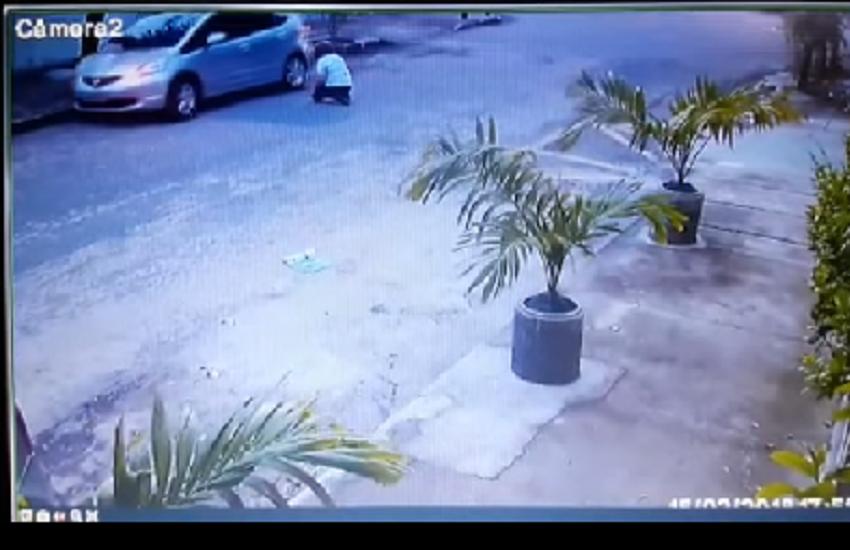 Mulher é arrancada de carro por bandidos e deixada de joelhos na rua em Fortaleza