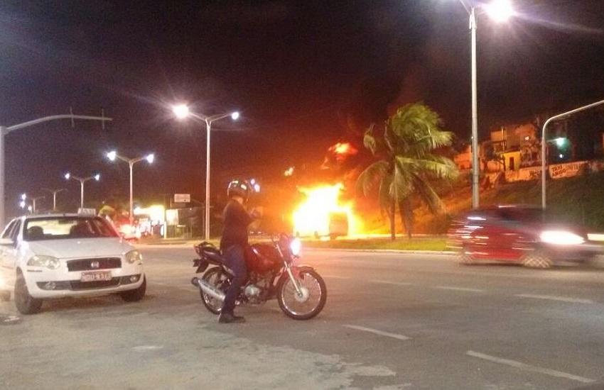Ônibus são incendiados em diferentes pontos de Fortaleza em 3ª noite de ataques