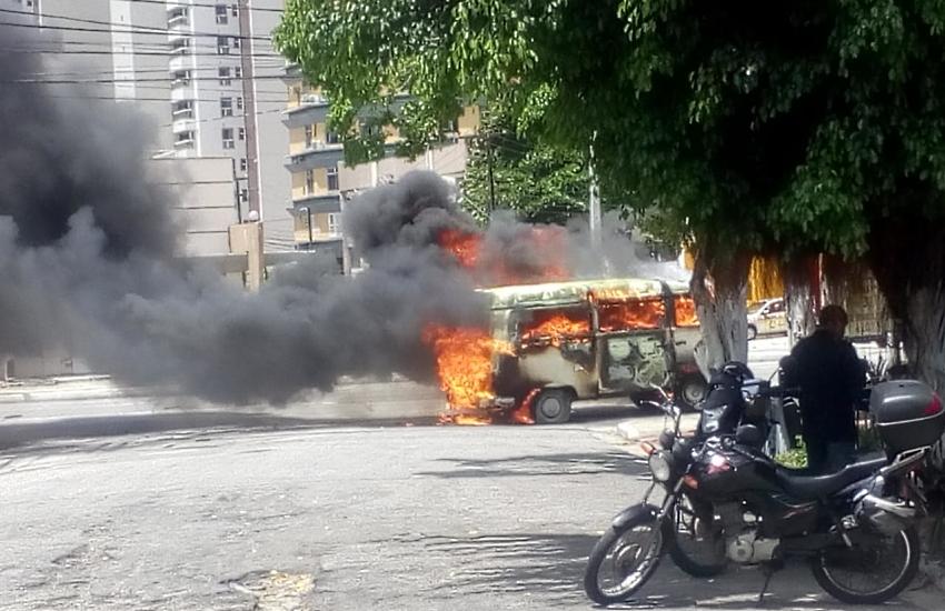 Kombi explode na Avenida Santos Dumont; veja vídeos